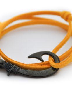 braccialetto-amo-da-pesca-alcantara-giallo-amo-nero